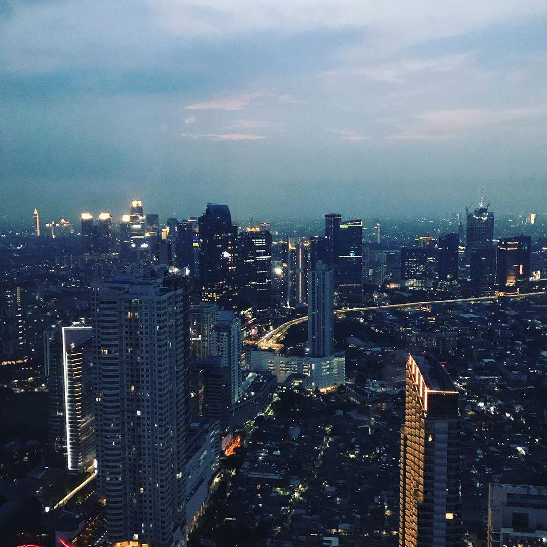 Jakarta dari ketinggian di malam hari